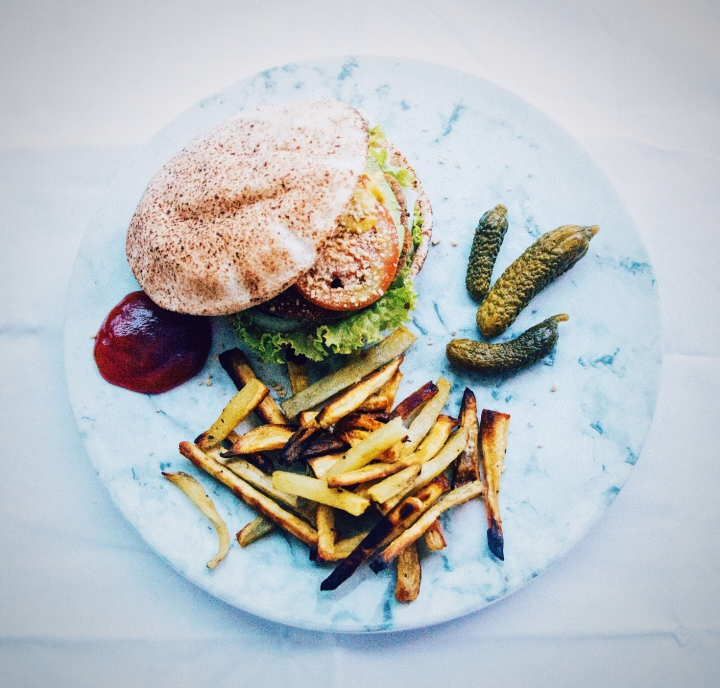 #Challenge22 – Day 15 + 16 (who to follow for inspiration and a tasty chickpeaburger)